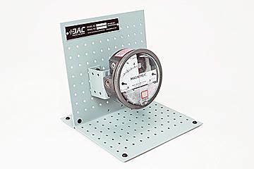 DAC Worldwide Pressure Gauge Cutaway, Low Pressure | 273-270 | Angle 1