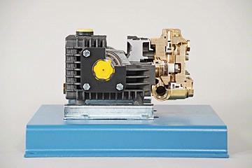 DAC Worldwide Piston Pump Cutaway   278-132   Center