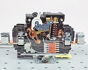DAC Worldwide 100A, Single Pole Circuit Breaker Cutaway | 273-907 | Closeup